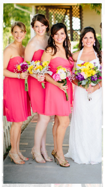 [Image: Make your special day memorable by having your bridesmaids carry complementary flower bouquets. We can help you achieve your dream for your wedding flowers!]